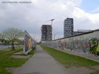 East-Side Gallery mit Living-Levels-Hochhaus